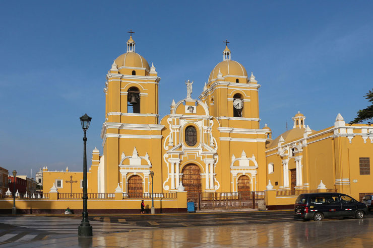 Cathedral of Trujillo Peru 02-740x493
